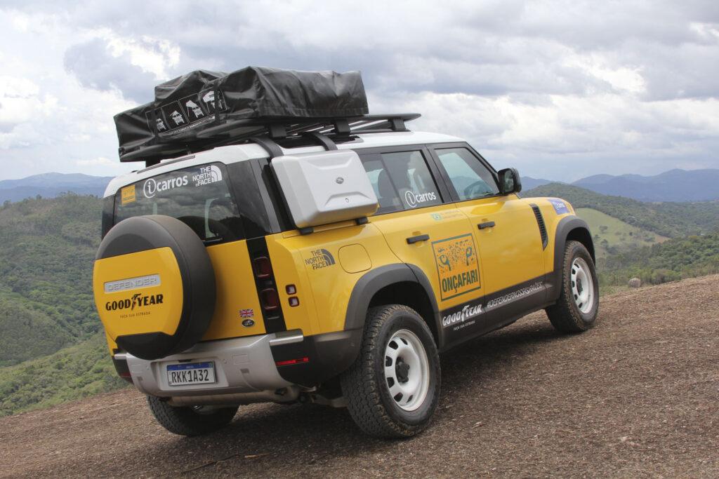 Land Rover Onçafari Rally dos Sertões - Traseira do Novo Land Rover Defender amarelo