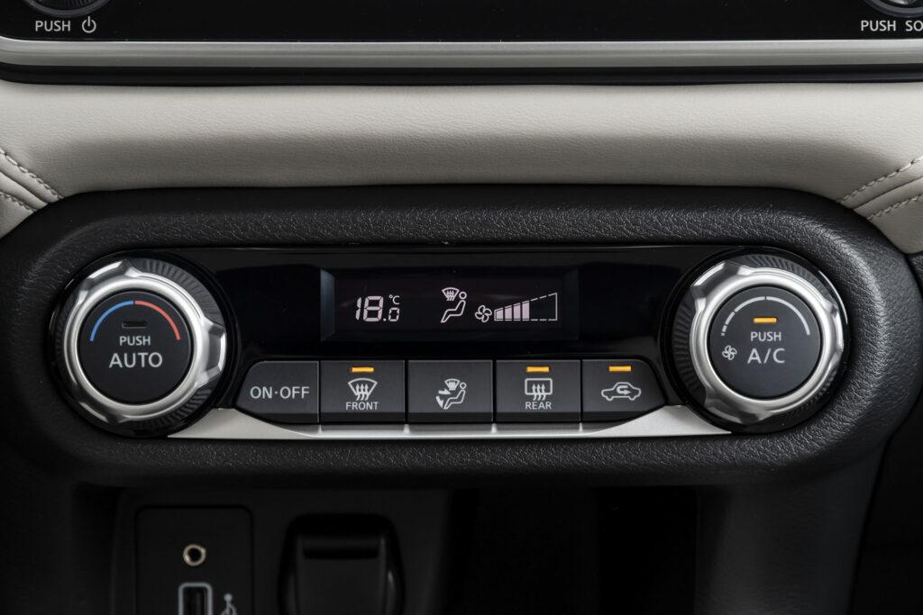 Nissan Versa 2021 Versão Exclusive CVT - Ar condicionado digital