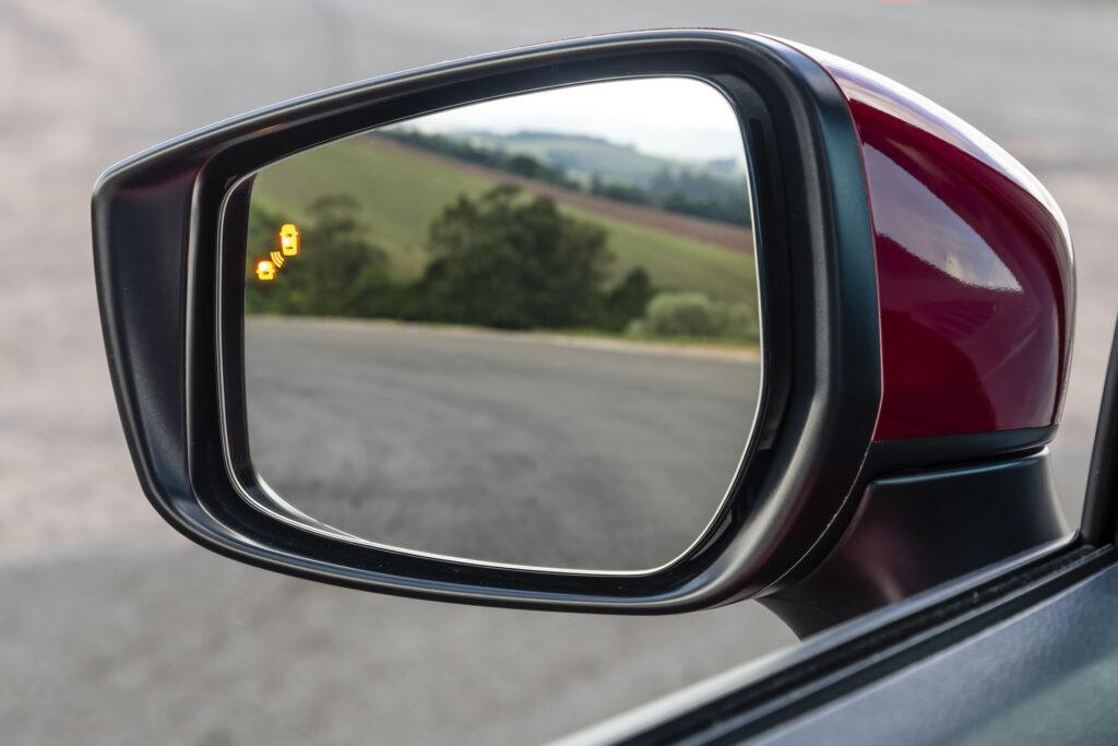 Nissan Versa 2021 Versão Exclusive CVT - Alerta de ponto cego