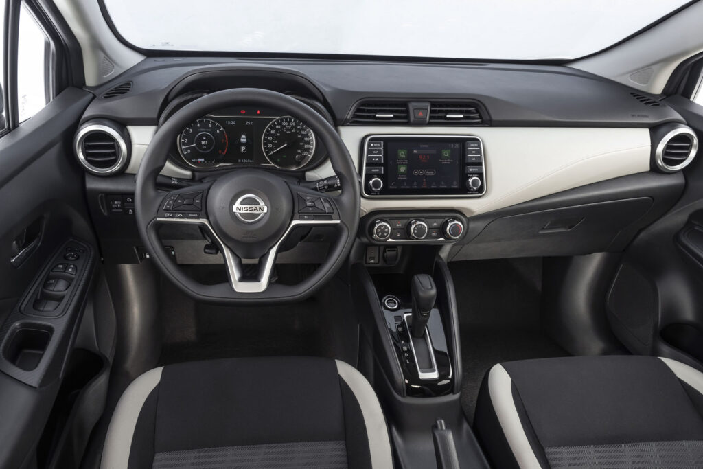 Nissan Versa 2021 Versao Advance CVT Interior